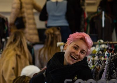 Pink hair crowd (116 of 337)300ppi